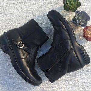 KEEN Black Ankle Boots